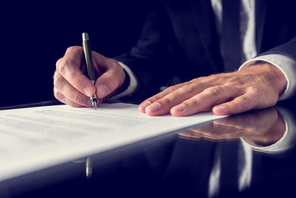 signing-legal-document-67353190